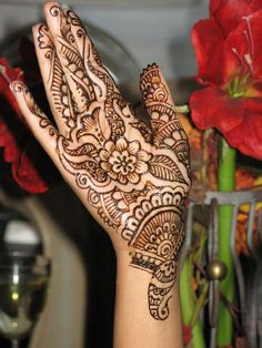 Garden Henna Design...not done by me, to see my henna artwork click here ☛ http://pinterest.com/isweetheart/he-gore-my-artwork/