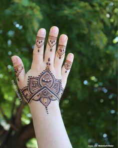 Mehendi Designs For Kids, Pretty Henna Designs, Indian Henna Designs, Hena Designs, Latest Henna Designs, Back Hand Mehndi Designs, Mehndi Design Images, Mehndi Art Designs, Henna Tattoo Designs Simple