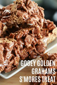 Four Kitchen Decorating Suggestions Which Can Be Cheap And Simple To Carry Out Gooey Golden Grahams S'mores Treats On Easy Desserts, Delicious Desserts, Dessert Recipes, Dessert Bars, Cake Recipes, Yummy Food, Cereal Treats, Rice Krispie Treats, Cereal Bars