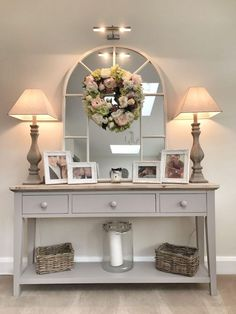 20 Cozy Living Room Decorating Ideas 2019 Some elements from this will be a nice idea for a hallway table for us. The post 20 Cozy Living Room Decorating Ideas 2019 appeared first on Entryway Diy. Decor, Furnishings, Living Room On A Budget, Console Table Decorating, Room Remodeling, Living Decor, Entryway Decor, Cozy Living Rooms, Hallway Decorating