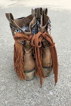 Bohemian Boots, Gypsy Boots, Boho Gypsy, Fringe Boots Outfit, Fringe Moccasin Boots, Boot Bling, Bling Bling, Botas Boho, Boot Bracelet