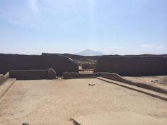 Vista desde interior de palacio Nik-An del reino Chimú. Ruinas de Chan Chan.