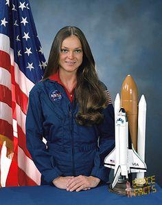 Tamara Jernigan Nasa Planets, Nasa Astronauts, Great Women, Amazing Women, Nasa Space Center, Air And Space Museum, Tough Girl, Space Program, Space Shuttle