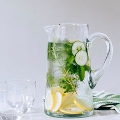 and Cucumber Water Cucumber Herb-Infused Water // In need of a detox? Get your teatox on with off using our discount code on .au XCucumber Herb-Infused Water // In need of a detox? Get your teatox on with off using our discount code on .au X Infused Water Recipes, Fruit Infused Water, Infused Waters, Fruit Water, Infused Water Benefits, Flavored Waters, Detox Drinks, Healthy Drinks, Healthy Water