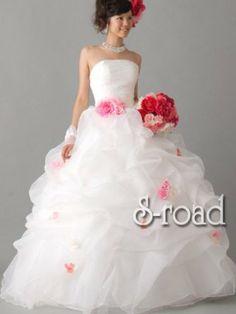 Amazon.co.jp: ふわふわドレープにお花がかわいいふんわりプリンセスライン ウエディングドレス: 服&ファッション小物