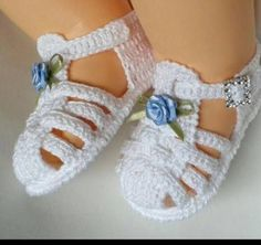 Baby Girl Crochet Slippers Shoe Pattern 22 New Ideas Crochet Baby Sandals, Baby Girl Crochet, Crochet Baby Clothes, Crochet Shoes, Crochet Slippers, Love Crochet, Baby Shoes Pattern, Shoe Pattern, Knitted Booties