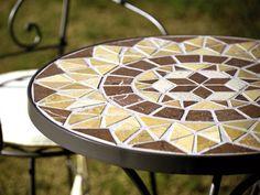 Mosaic Outdoor Table, Outdoor Table Tops, Outdoor Decor, Mosaic Art, Mosaic Glass, Mosaic Tiles, Table Design Extensible, Christmas Mosaics, Gardens
