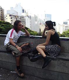 Imagem registrada na Av. Paulista. Um dia cinza na cidade que nunca para representado a partir das roupas.