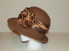 Vintage women's wool brown cap, with a flower satin band and velveteen. Give's the olden day feel, mrs sandwitch still wants to be womanized by adding fashion into her wardrobe