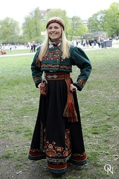Traditional Norwegian folk costumes - Page 4 Traditional Fashion, Traditional Dresses, Skandinavian Fashion, Norwegian Clothing, Norwegian Fashion, Costume Ethnique, Beautiful Norway, Christmas Party Outfits, Folk Clothing