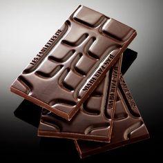 La tablette ABDOS est un clin d'œil humoristique de Jean-Paul Hévin pour les fondus de chocolat.