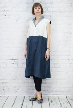 TM Collection lovely cotton dress with a tulip shape and set in side pockets. Loose and calf length. Woven plain fabrics of cream and navy, the collar is of complementing fabric with a stitched finish. 100% cotton,