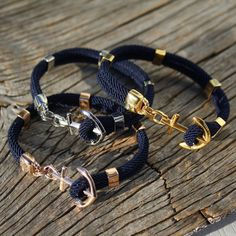 Our iconic nautical bracelet with the Maris Sal signature anchor in rose gold-plated stainless steel. Diy Beaded Bracelets, Making Bracelets With Beads, Bracelet Making, Silver Bracelets For Women, Men Bracelets, Nautical Bracelet, Bijoux Diy, Gold Leather, Leather Jewelry