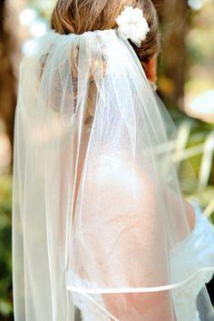 Wedding Inspiration: Beach Wedding Veil Keywords: #weddingveils #jevelweddingplanning Follow Us: www.jevelweddingplanning.com www.facebook.com/jevelweddingplanning/