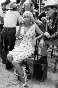 Marilyn Monroe photographed behind the scenes of The Misfits in 1960 drinking a Coors Banquet Beer.