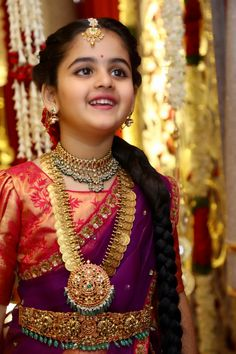 Totally admire how pretty this bride looks wearing subtle nude makeup with gorgeous pink lehenga. Baby Jewelry, Kids Jewelry, Bridal Jewelry, Gold Jewelry, India Jewelry, Temple Jewellery, Jewellery Earrings, Swarovski Jewelry, Dainty Jewelry