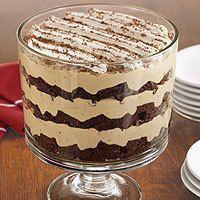 Tiramisu Brownie Trifle -I make this ALL the time! Recipe from Pampered Chef. Love my trifle bowl! Brownie Trifle, Tiramisu Brownies, Trifle Desserts, Just Desserts, Delicious Desserts, Dessert Recipes, Yummy Food, Tiramisu Trifle, Chocolate Trifle