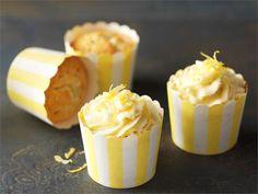 Sitruunamuffinit ilahduttavat aurinkoisella ulkonäöllään ja raikkaan makealla maullaan.