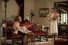 Mildred and the ultra brat - still of Kate Winslet and Evan Rachel Wood in Mildred Pierce