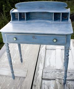 """The Salvage Collection: Is Annie Sloan's Chalk Paint Really """"ALL THAT""""?"""