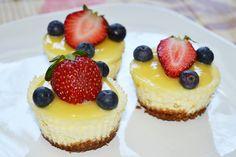 Mini cheesecake cu lemon curd Lemon Curd, Cheesecake, Mini, Desserts, Recipes, Food, Tailgate Desserts, Deserts, Cheesecakes