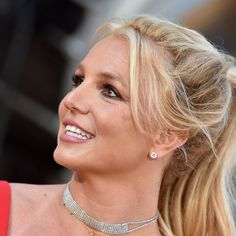 Britney Spears Has Been Wearing These Cushy Workout Sneakers for Years Britney Spears Fantasy Perfume, Britney Spears Music, Celebrity Feet, Celebrity Photos, Green Sports Bras, Hammer Toe, Adrienne Bailon, Pippa Middleton, Gym Style