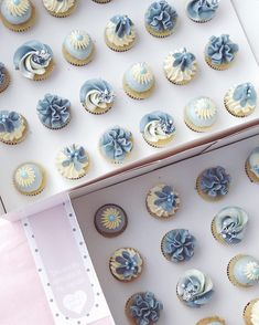 Stone blue? Wedgewood blue? What colour would you call this? #allyouneedisloveandcake Blue Cupcakes, Yummy Cupcakes, Mini Cupcakes, Cupcake Cookies, Dessert Table Birthday, Birthday Cakes, Merengue, Blue Desserts, Beautiful Cupcakes