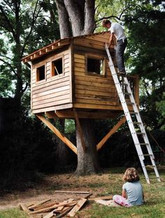 30 DIY Tree House Plans & Design Ideas for Adult and Kids Free)<br> From simple tree house plans for kids to the big ones for adults that you can live in. If youre looking for tree h Backyard Treehouse, Building A Treehouse, Backyard Trees, Treehouse Ideas, Backyard House, Treehouses For Kids, Backyard Kids, House Building, Green Building