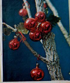 Ana Caldatto : Como era a Decoração de Natal ultimas décadas decoração arvore de natal com galho seco e bolas de vidro comum anos 60: