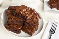 Brownie de banana con tan solo 2 ingredientes, ¡sin harina y sin azúcar! Brownie is one of the most Homemade Fudge Brownies, Banana Brownies, Chocolate Brownies, Chocolate Recipes, Chocolate Week, Zucchini Brownies, Chocolate Blanco, Vegan Brownie, Oreo Brownie