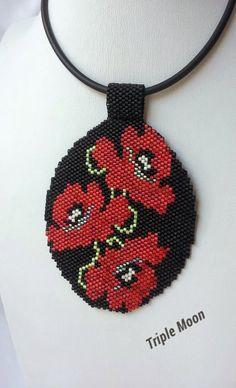Triple-Moon: Floral back / return Floral Peyote Patterns, Beading Patterns, Stitch Patterns, Beaded Earrings, Beaded Jewelry, Beaded Bracelets, Beaded Banners, Triple Moon, Beaded Cross Stitch