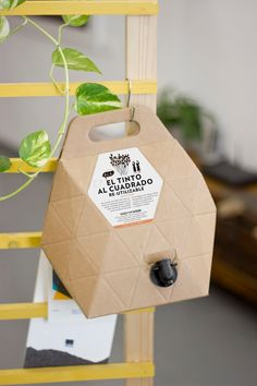Bag In Box Viajes De Un Catador on Packaging of the World - Creative Package…
