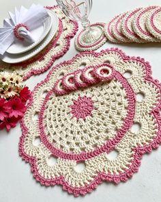 Crochet Doily Patterns, Crochet Mandala, Crochet Doilies, Crochet Stitches, Knitting Patterns, Diy Bow, Diy Ribbon, Crochet Carpet, Knitted Flowers