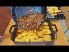 Baked Potato and Minced Meat - Kitchen Cookbook Baked Potato Slices, Sliced Potatoes, Roasted Potatoes, Meat Recipes, Cooking Recipes, Turkish Recipes, Ethnic Recipes, Minced Meat Recipe, Musaka