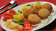 Food of Czechia. Fried Olomouc cheese (Olomoucké tvarůžky) with vegetables and potatoes. Czech Recipes, Ethnic Recipes, Cheese Fries, Baked Potato, Potatoes, Lunch, Traditional, Chicken, Vegetables