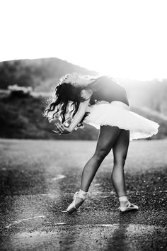 I will leave the credits alone this time. What a beautiful photo. Tutus, Back Alleys & Scattered Light – Julia's Senior Photoshoot Ballet Photography, Senior Photography, Portrait Photography, Ballet Poses, Dance Poses, Ballet Pictures, Dance Pictures, Senior Portraits, Senior Pictures