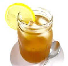 The fabulous Arnold Palmer or Arnie Palmer, is a delightful drink of half iced tea and half lemonade. It's named for the legendary golfer and is said to be his favorite beverage. The iced tea can… Points Plus Recipes, Ww Recipes, Drink Recipes, Arnold Palmer Drink, Beach Snacks, Recipe Cover, Black Food, Peppermint Tea, Breakfast Tea