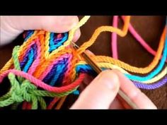 Creative Projects: Stylish Bag Designs Video - Crochet Clothing and Accessories Tapestry Crochet Patterns, Crochet Motifs, Crochet Stitches, Free Crochet Bag, Crochet Purses, Knit Crochet, Tapestry Bag, Crochet Videos, Knitted Bags