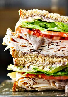 A healthy turkey sandwich recipe! Piled high with turkey, lettuce, tomato, roasted anaheim peppers and a creamy black bean spread! sandwich recipe Healthy Turkey Sandwich Recipe with a Black Bean Spread Croissant Sandwich, Sandwich Bar, Sandwich Spread, Deli Sandwiches, Healthy Sandwiches, Turkey Sandwiches, Delicious Sandwiches, Healthy Turkey Sandwich Recipe, Sandwich Recipes
