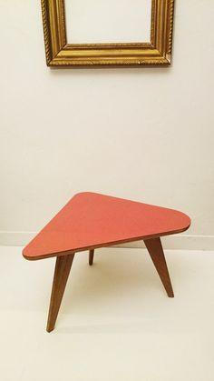 Table tripode vintage https://www.etsy.com/fr/listing/261912354/tripode-dessus-type-formica