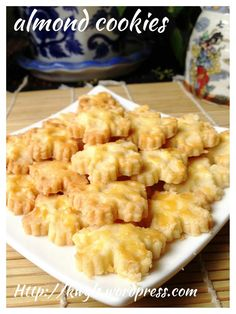 Almond Biscuits – 杏仁饼干 Posted on December 3, 2014 by Kenneth Goh
