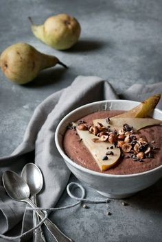 Two types of buckwheat porridge with chocolate and cherries. - Raw Buckwheat Porridge with Cacao Nibs Raw Breakfast, Vegan Breakfast Recipes, Breakfast Smoothies, Smoothie Bowl, Smoothie Recipes, Porridge Recipes, Tumblr Food, Good Food, Yummy Food