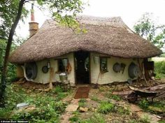 It Cost Just $250 to Build This Awesome Eco-Friendly Cob House!