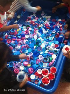 Love this lid sensory bin! SO much learning going on here! Montessori Activities, Infant Activities, Preschool Activities, Sensory Boxes, Sensory Play, Learning Centers, Early Childhood, Education, Sorting Colors