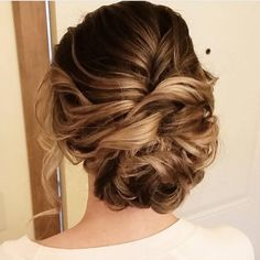 Beautiful messy updo wedding hairstyle for romantic brides. Get inspired by this loose updo bridal hairstyle,loose updo messy wedding hairstyles