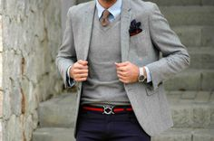 Making casual, smart with a few nice touches, the belt for a splash of colour and set off by the grey blazer Gentleman Mode, Gentleman Style, Style Blog, My Style, Mode Masculine, Sharp Dressed Man, Well Dressed Men, Costume Gris, Moda Hipster