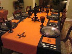 nice Halloween dinning room table Halloween Room Decor, Spooky Halloween Decorations, Halloween Candles, Halloween Dinner, Halloween Party, Halloween Ideas, Halloween Tricks, Halloween Fabric, Halloween Halloween