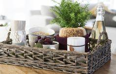 Kurv er en stor trend i høst, og vi har mange flotte varer i lune kurvmaterialer som gir liv og varme til kjøkkenet ditt. Detaljer til oppbevaring, pynt og servering – slik skaper du orden på lekkert vis!   Kurv Bali 16x16x12 cm 49,90 • 58x20x12