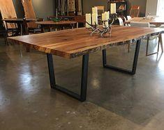 Grande live edge tavolo da pranzo gambe in acciaio industriale spalted legno di sicomoro deve vedere