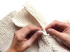 Baby sweater knitted with garter stitch- easy pattern & tutorial.